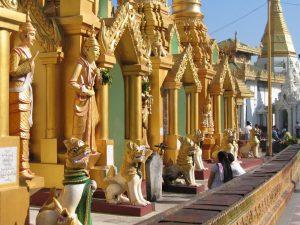 shwedagon-pagoda-patio-les-foulees-de-la-soie-en-birmanie